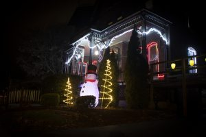2020 HolidayDecorations OakElm 2 JPG sPvimBj  300x200 - Ford Ave in the Decorative Spirit - Take a Look Tuesday